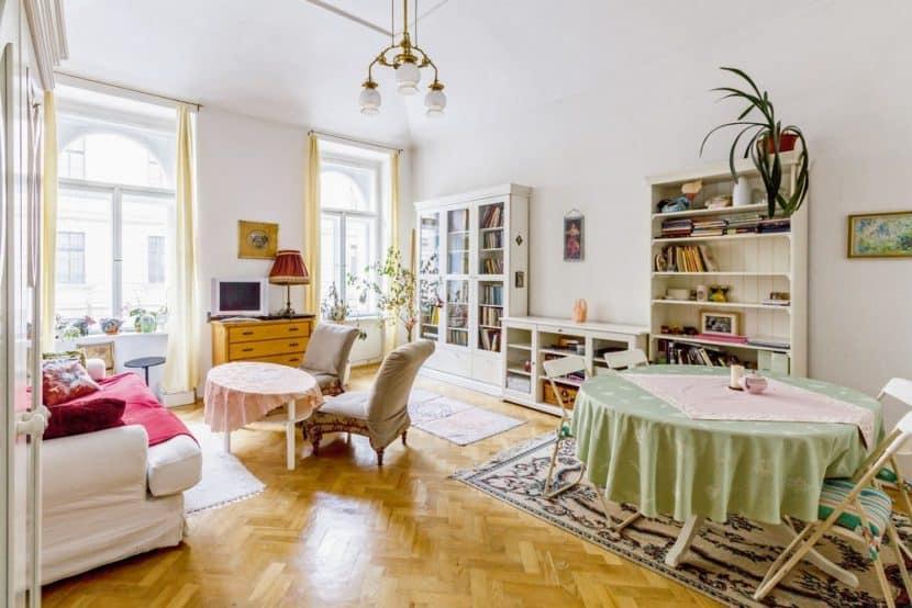 Wenn Feuchte einzieht, wird Wohnen problematisch. Eine Innendämmung mit der kapillaraktiven Dämmplatten macht Räume wieder trocken und warm. (Foto: HLC/ Getifix GmbH)