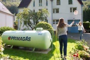 Wer seine veraltete Heizung durch eine moderne, flüssiggasbetriebene Anlage ersetzt, kann sowohl seine Kosten als auch die CO2-Emissionen reduzieren. (Foto: HLC / PRIMAGAS)