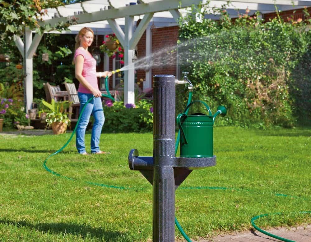 Regenwasser Tank mit Zapfsäule